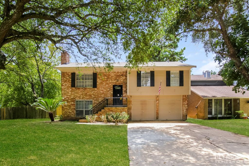 8610 Timber View Dr, Humble, TX 77346