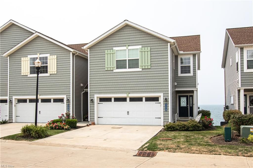 112 Larimar Dr, Willowick, OH 44095