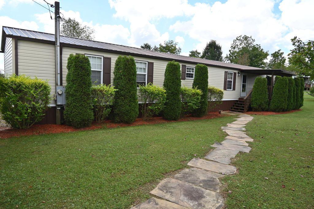 166 Browns Creek Dr, Crossville, TN 38571