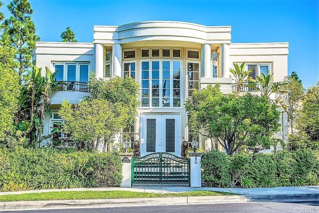 2390 Earls Ct, Los Angeles, CA 90077