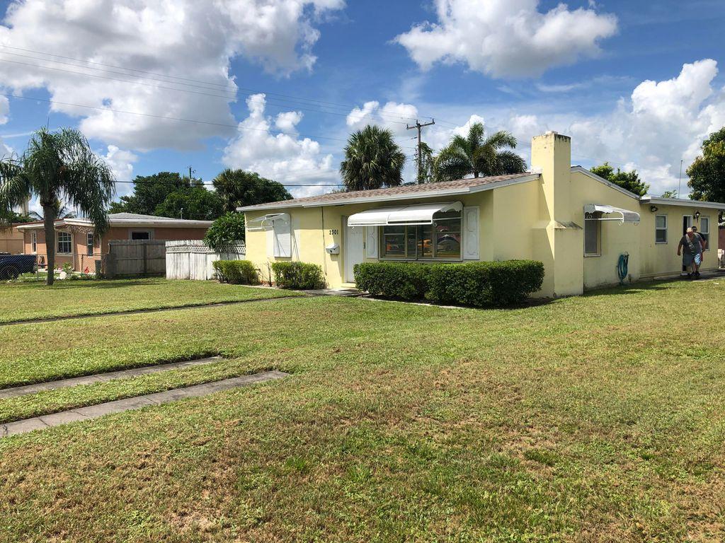 2301 Clubhouse Dr, West Palm Beach, FL 33409