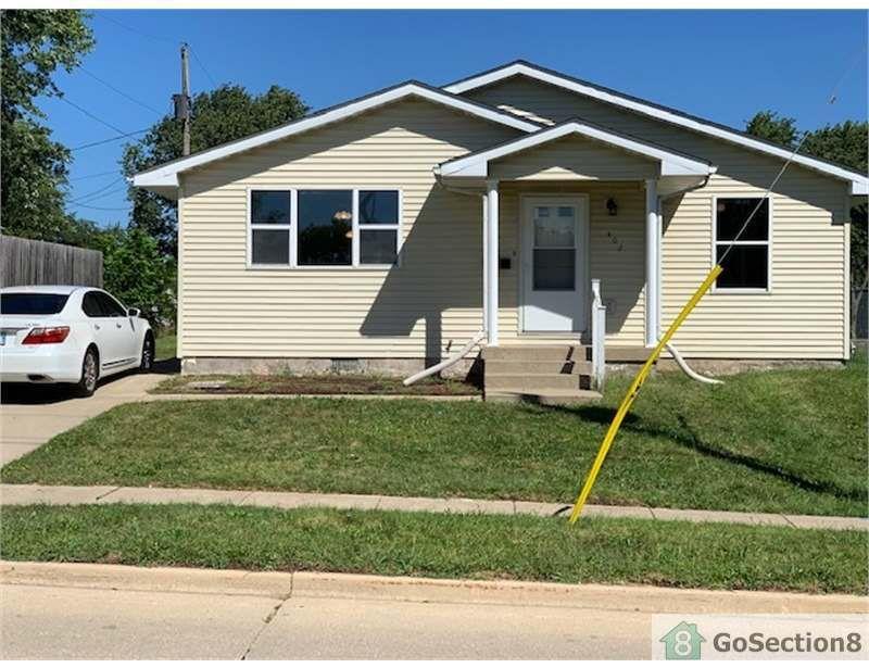 402 E Kerr Ave, Urbana, IL 61801