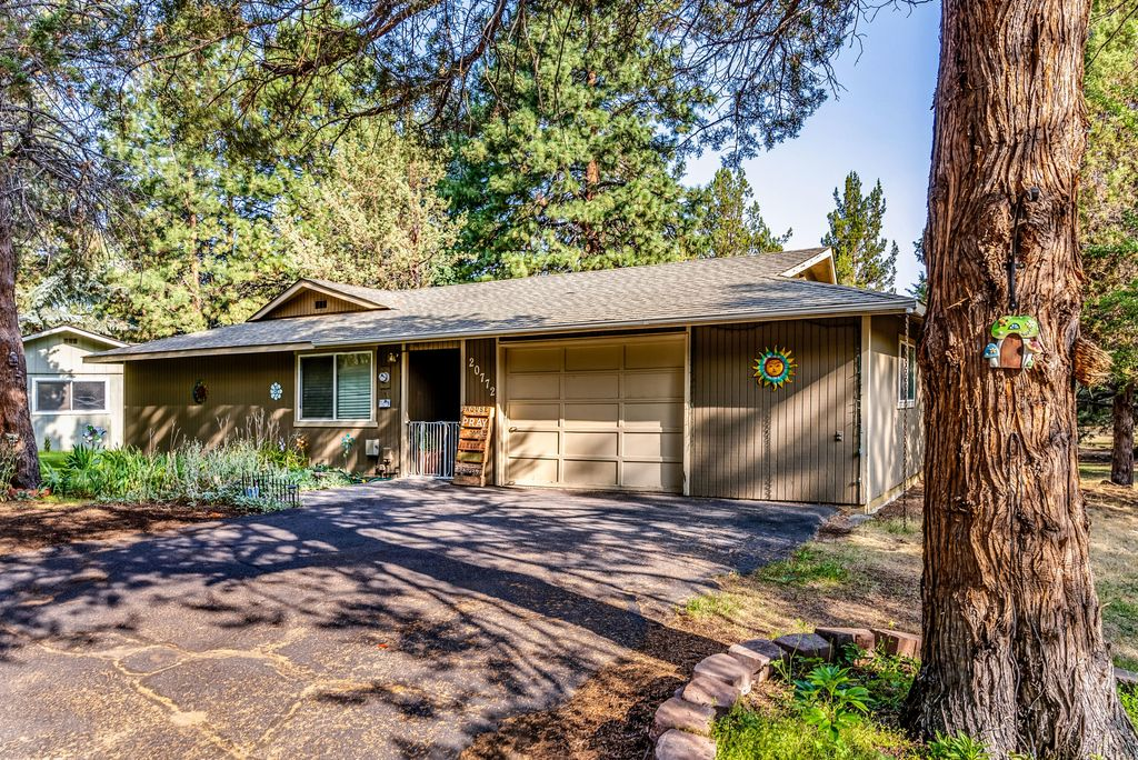 20772 Canterbury Ct, Bend, OR 97702