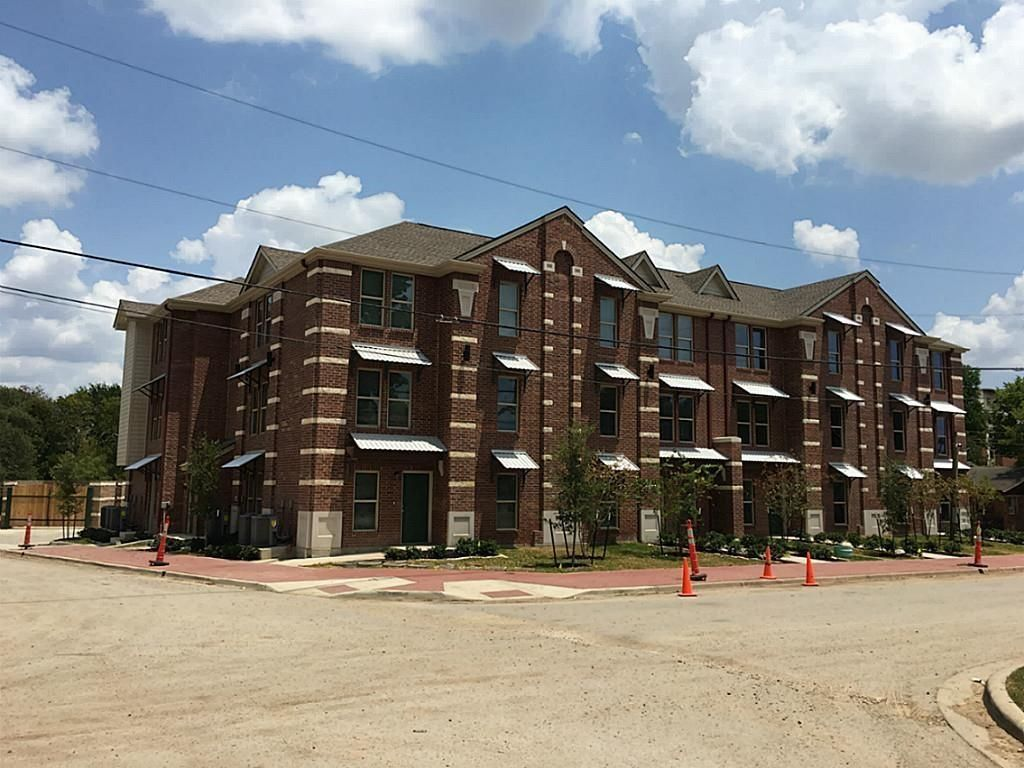 300 Spruce St, College Station, TX 77840