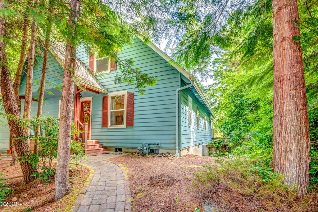 170 Seagrove Loop, Lincoln City, OR 97367