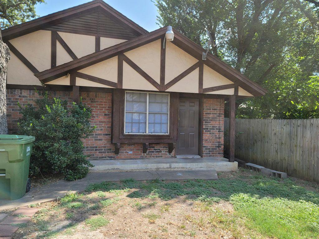 720 N Main St, Springtown, TX 76082