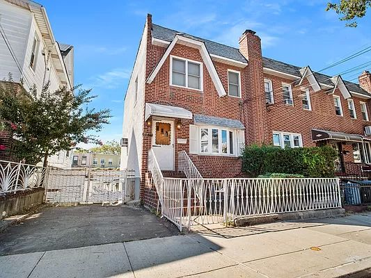 1870 W 7th St, Brooklyn, NY 11223
