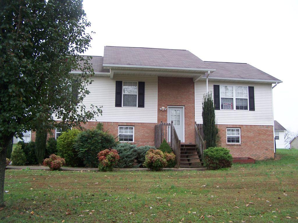 850 Farnsworth Ct, Strawberry Plains, TN 37871