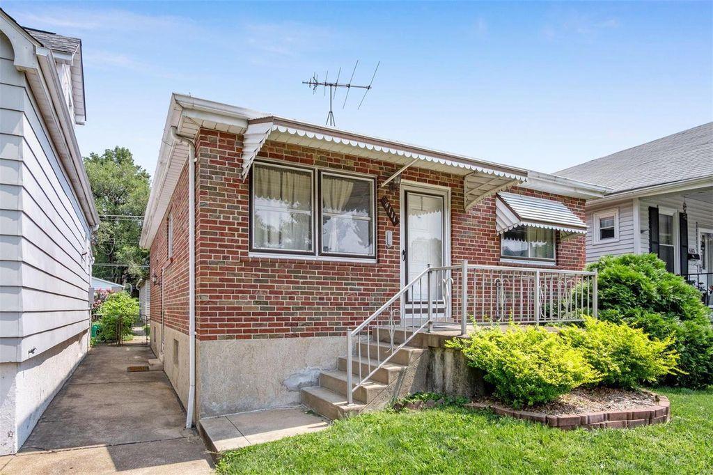 4111 Burgen Ave, Saint Louis, MO 63116
