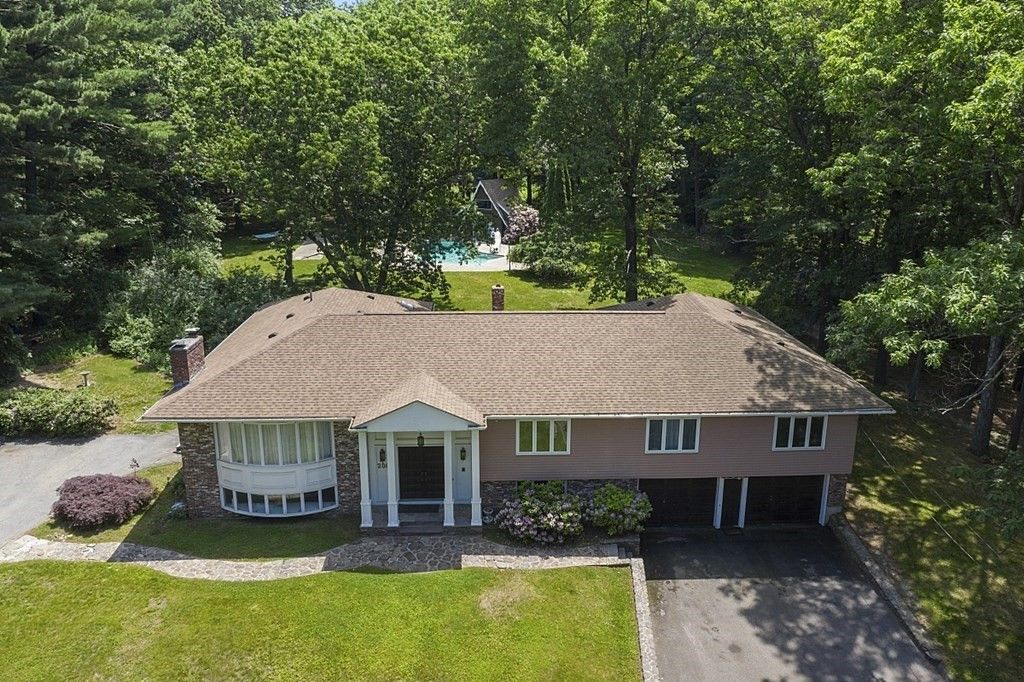 208 Old Westford Rd, Chelmsford, MA 01824