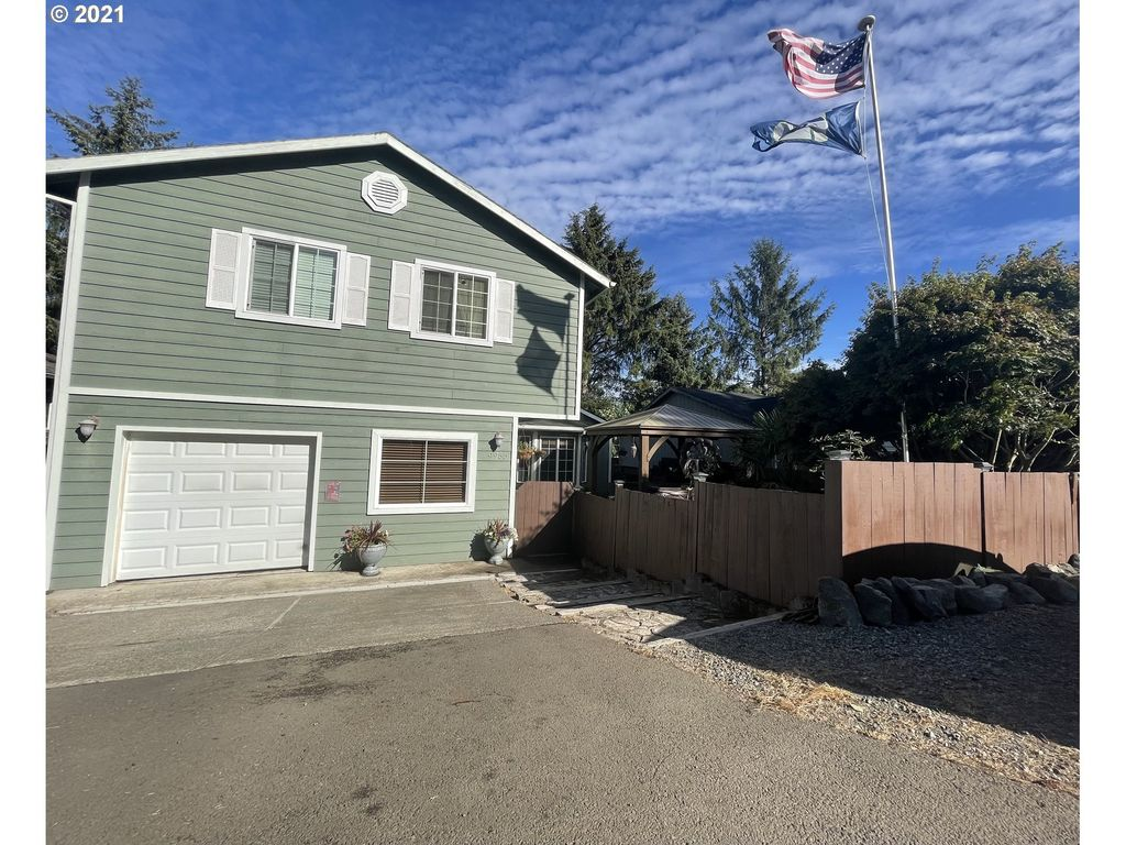 9955 6th St, Bay City, OR 97107