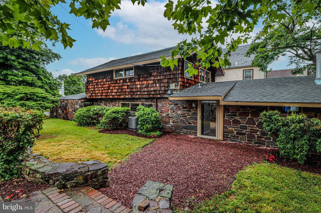 635 Parkway Ave, Ewing, NJ 08618