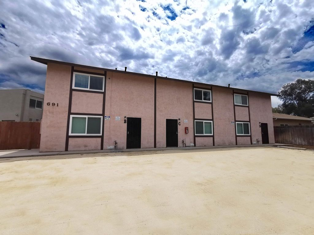 691 Graves Ave #B, El Cajon, CA 92021