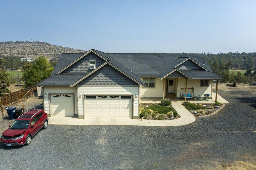 3800 NW Arrowhead Ln, Redmond, OR 97756