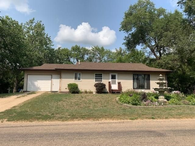 222 W 1st Ave, Webster, SD 57274