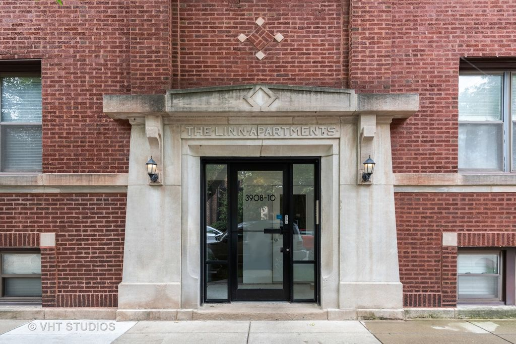 3910 N Wolcott Ave #2, Chicago, IL 60613