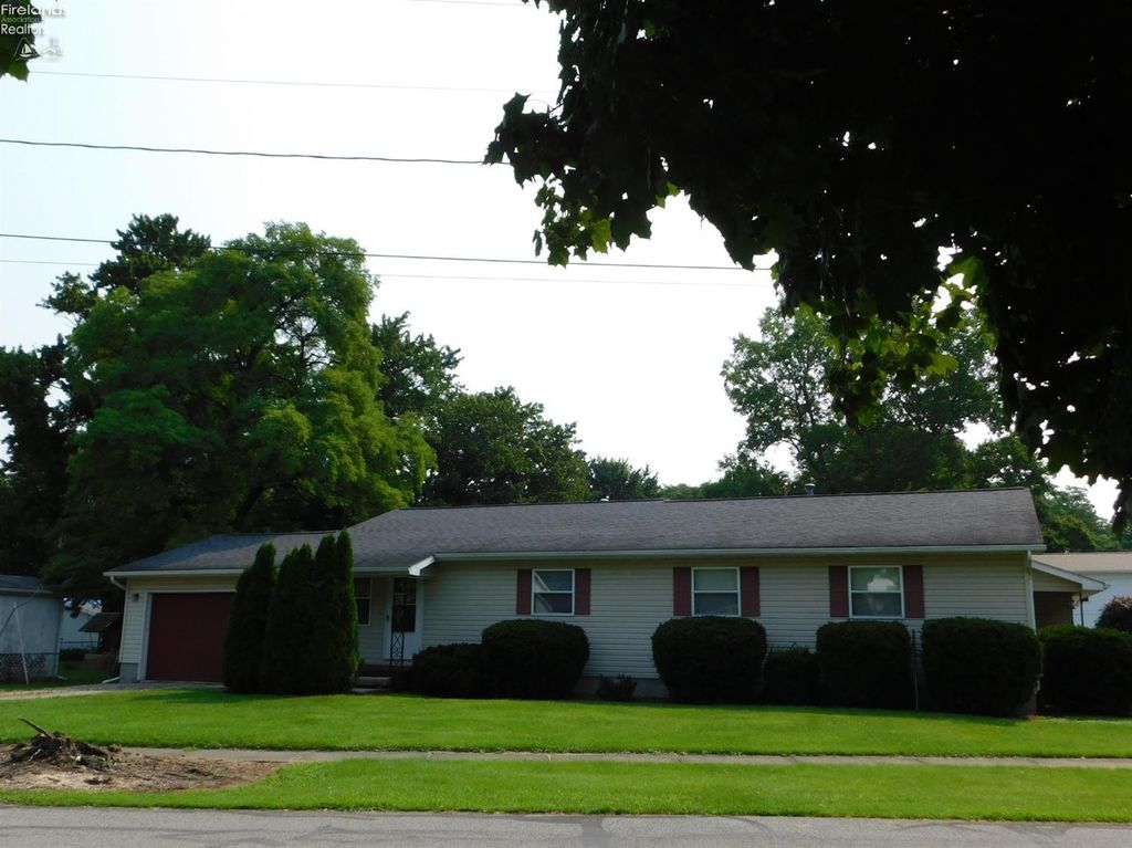 49 Manchester St, Monroeville, OH 44847