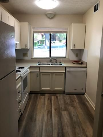 102 Fernbanks Ct, Athens, GA 30605