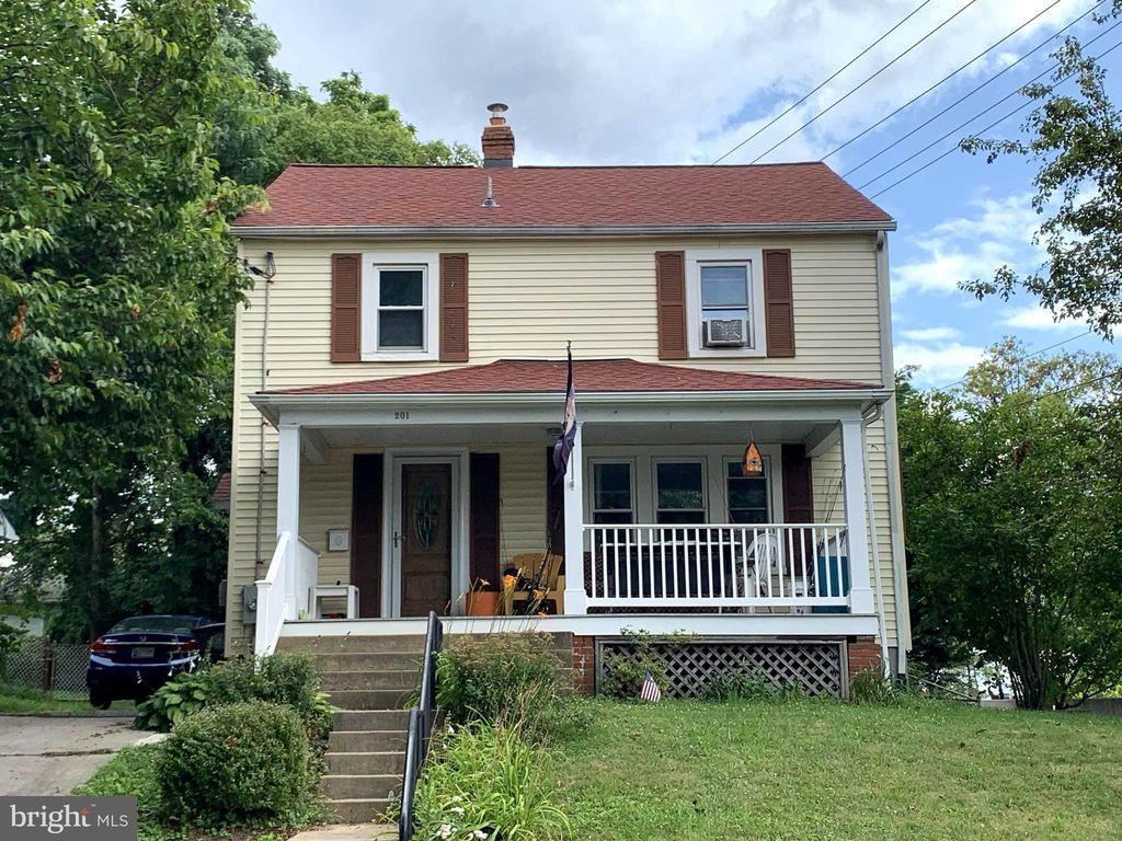 201 Highland Ave, Rockville, MD 20850