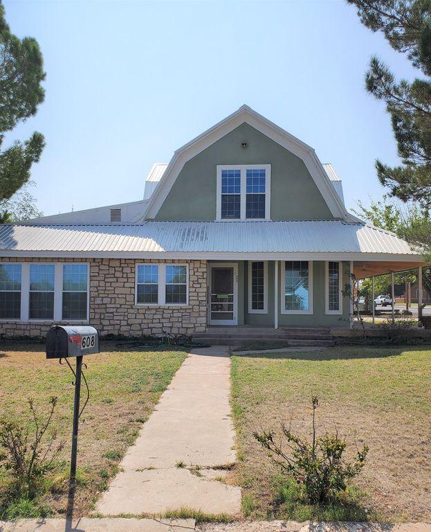 608 W Lockhart Ave, Alpine, TX 79830