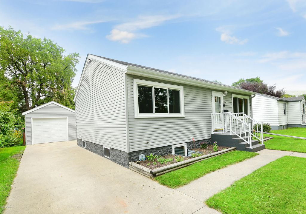 814 14th Ave S, Grand Forks, ND 58201