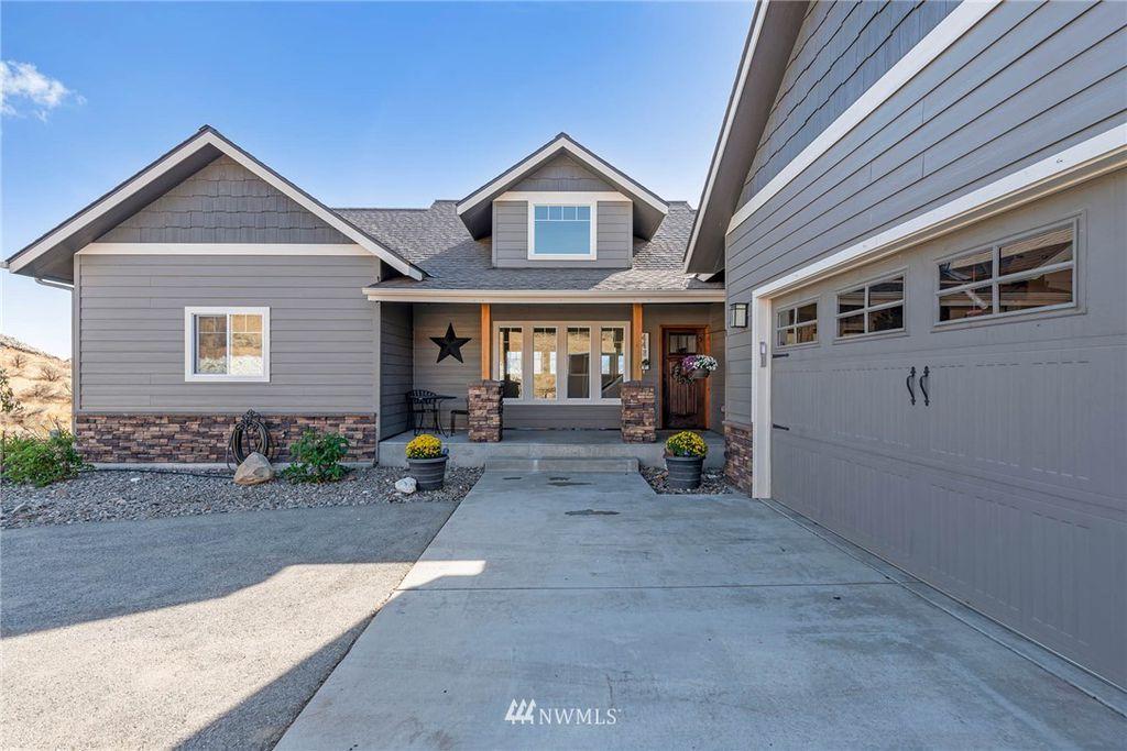 448 W Rolling Hills Ln, Wenatchee, WA 98801