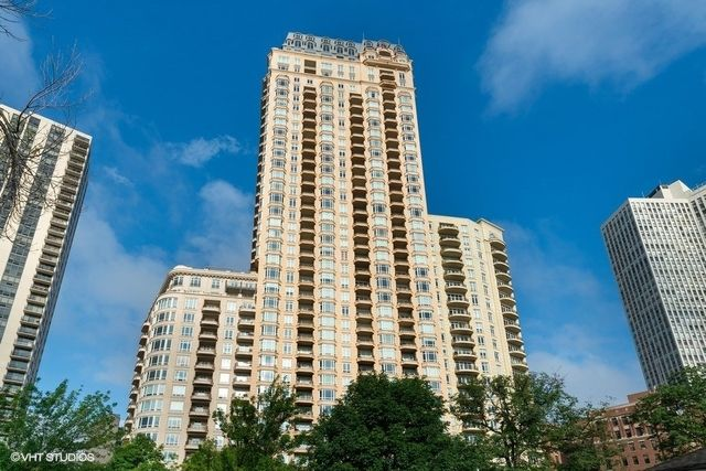 2550 N Lakeview Ave #S1805, Chicago, IL 60614