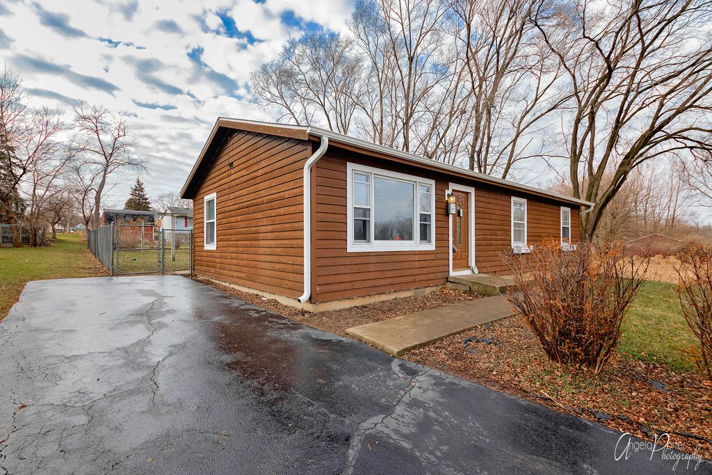 2007 Brentwood Ln, Mchenry, IL 60050