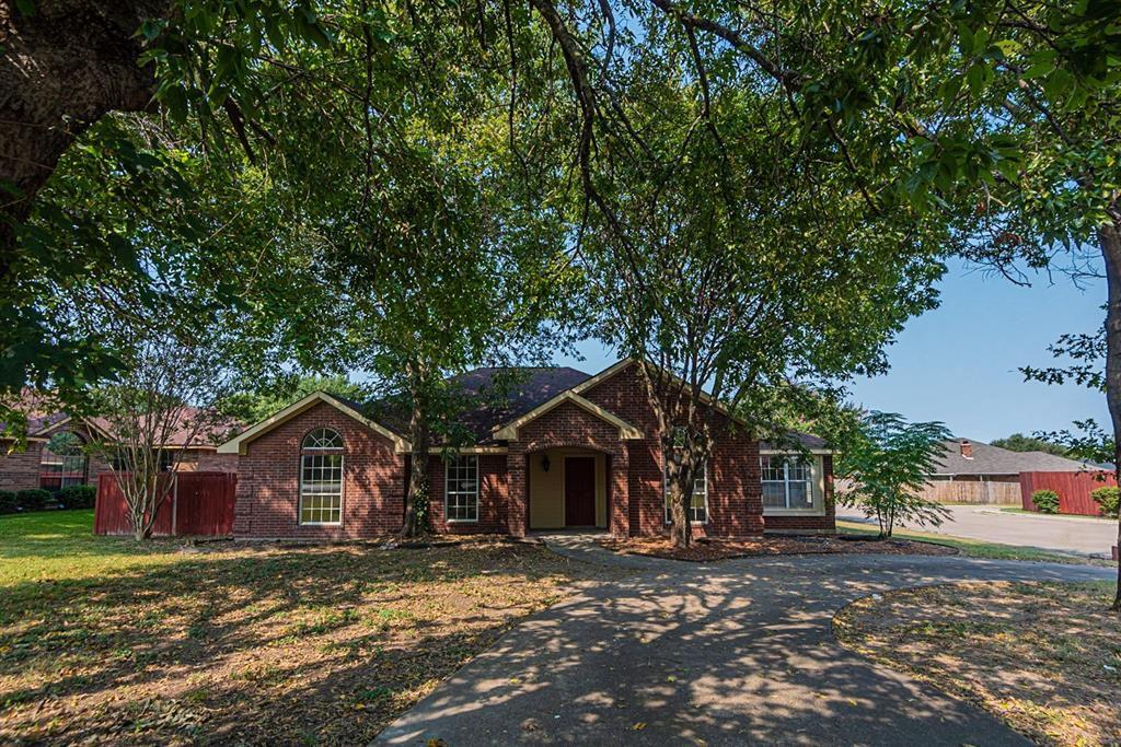 701 S Parks Dr, Desoto, TX 75115