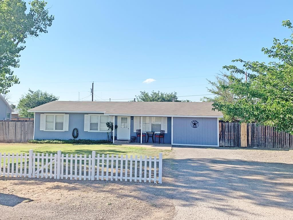908 W Fort Davis Ave, Alpine, TX 79830