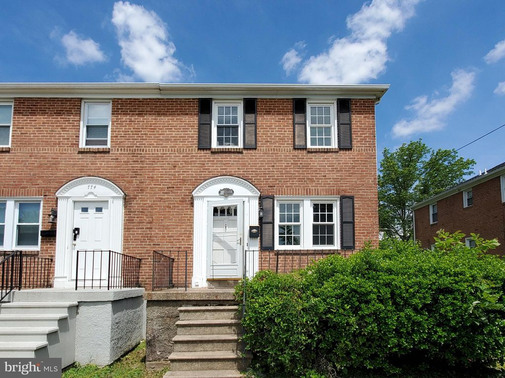 776 Charing Cross Rd, Baltimore, MD 21229