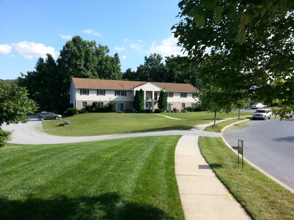 1050 Peggy Dr, Hummelstown, PA 17036