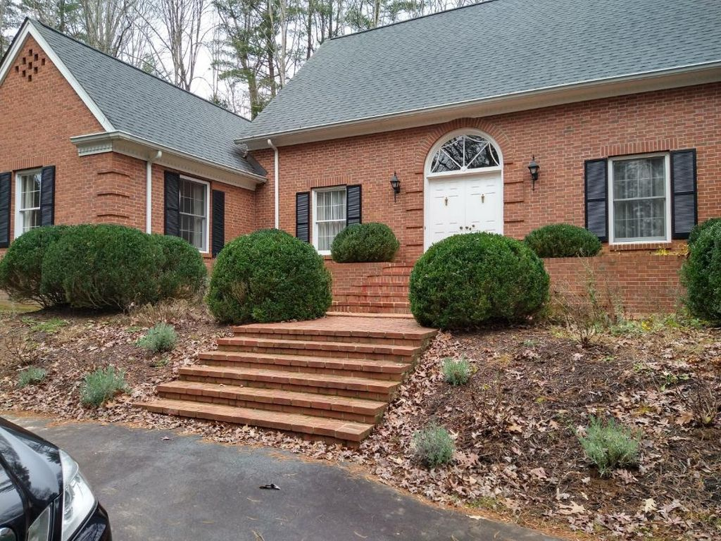 27 E Forest Rd, Biltmore Forest, NC 28803