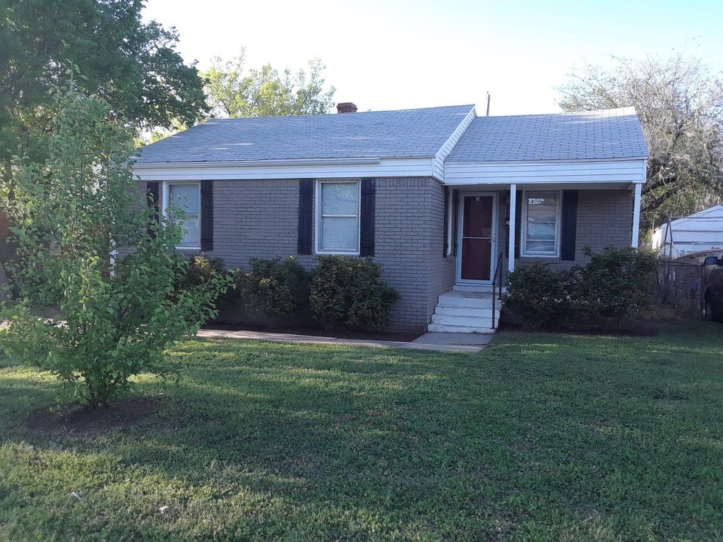 513 E Boeing Dr, Midwest City, OK 73110
