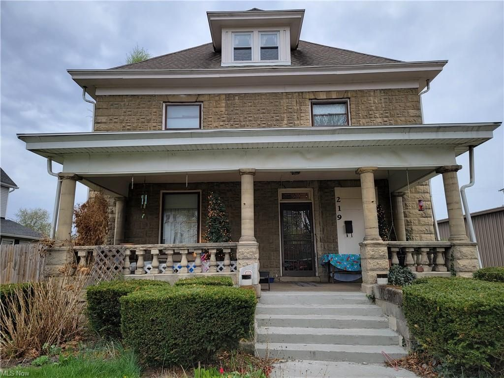 219 S 3rd St, Coshocton, OH 43812