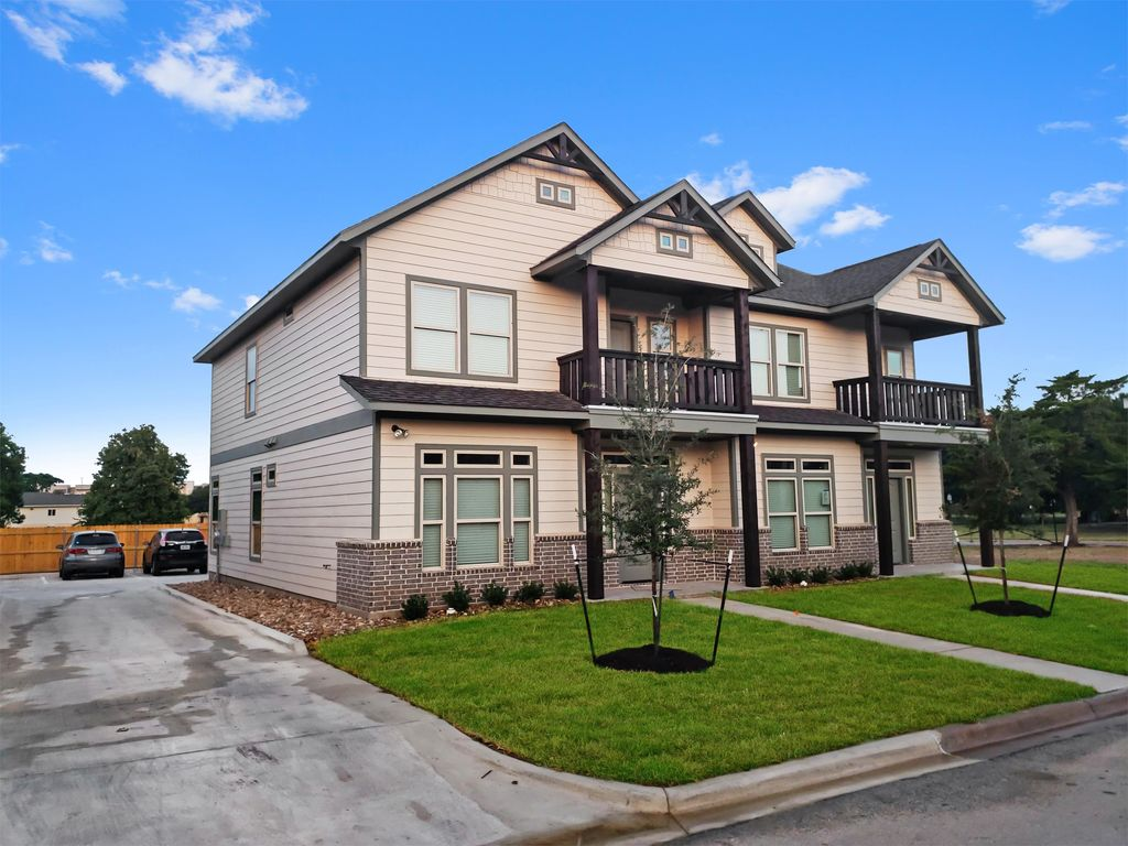 902 Montclair Ave, College Station, TX 77840