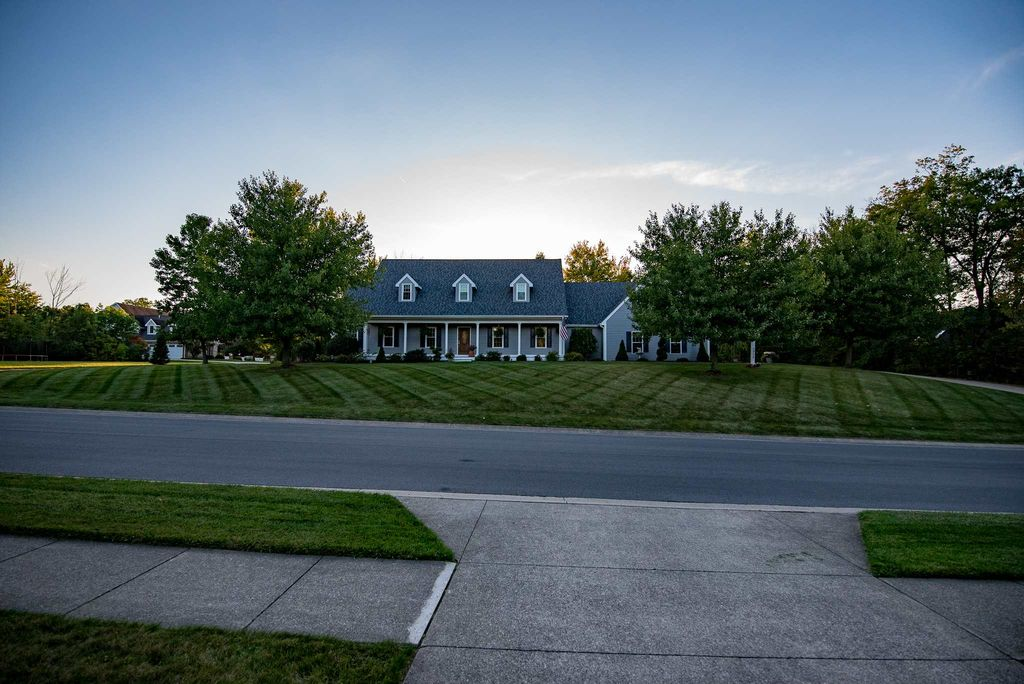 1920 Inverness Lakes Xing, Fort Wayne, IN 46804