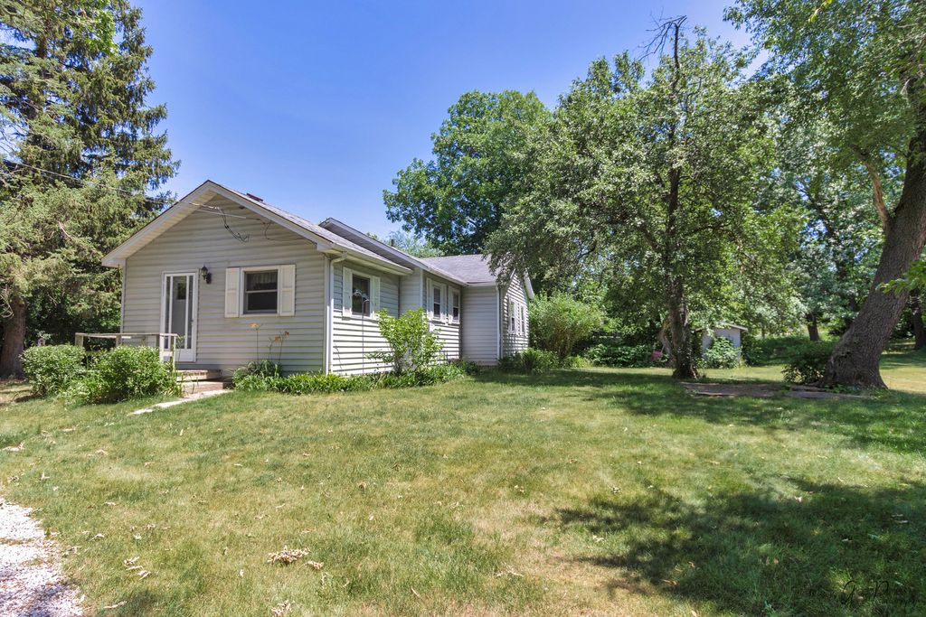 723 S River Rd, Mchenry, IL 60051