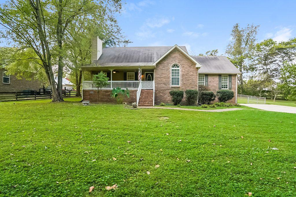 441 Martin Ln, Cottontown, TN 37048