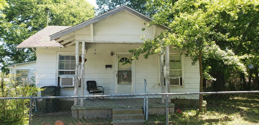 1605 W Moore St, Henryetta, OK 74437