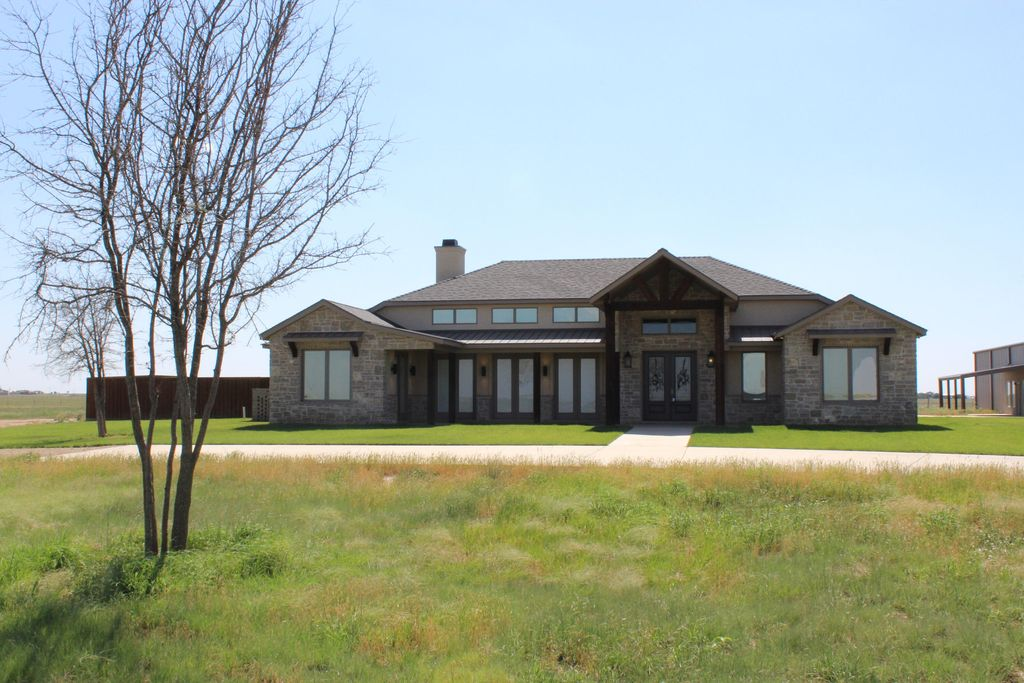 1546 County Road 526, Nazareth, TX 79063