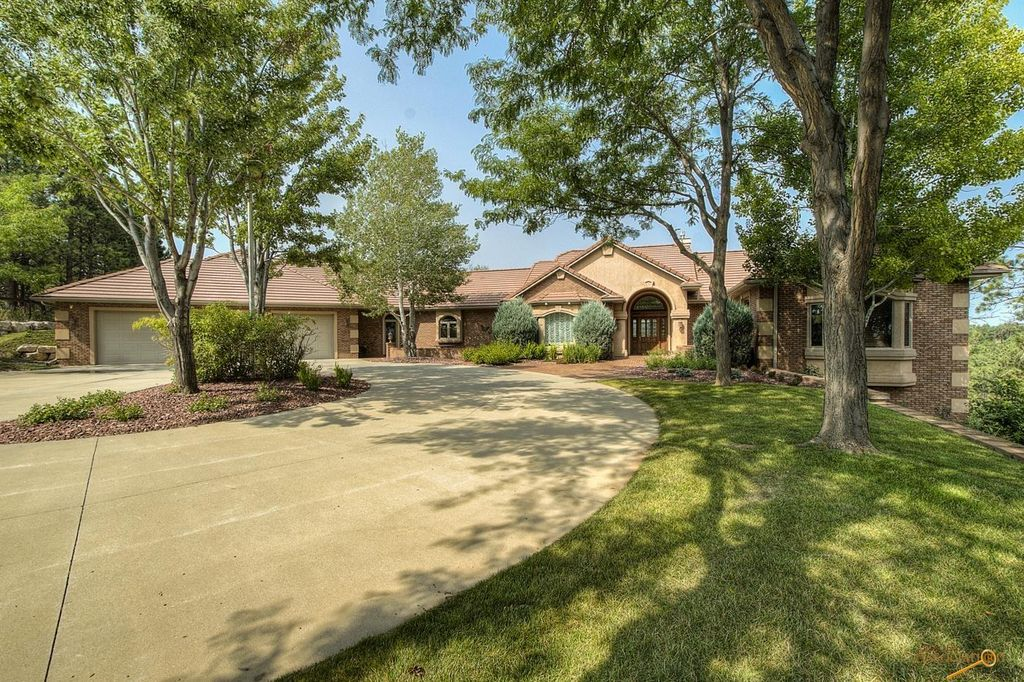 5321 Carriage Hills Dr, Rapid City, SD 57702