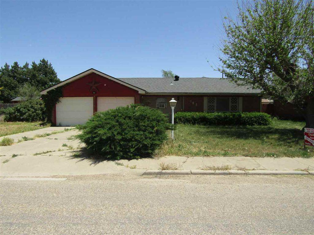 102 NW 12th St, Dimmitt, TX 79027