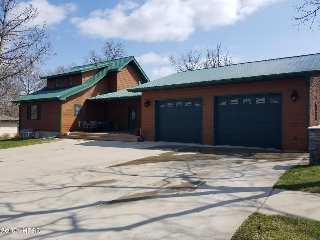 304 W 7th Ave, Webster, SD 57274