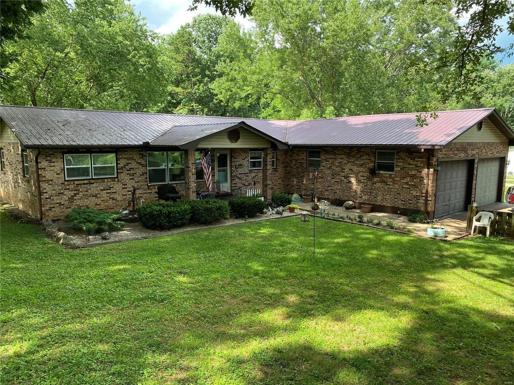 15915 Red Hill Rd, Eminence, MO 65466
