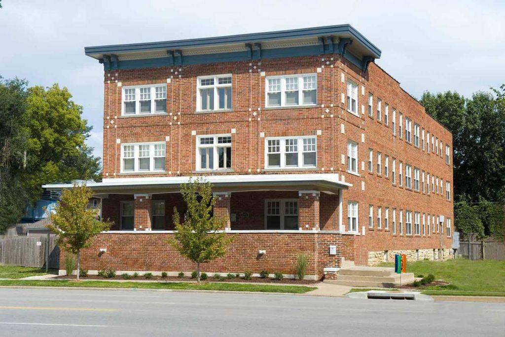 3411 Gillham Rd, Kansas City, MO 64111