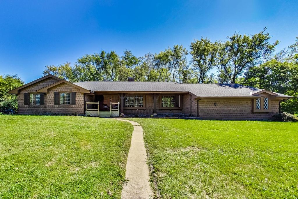 2337 Old Hicks Rd, Long Grove, IL 60047