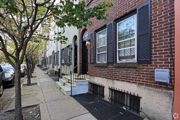 327 Kauffman St, Philadelphia, PA 19147