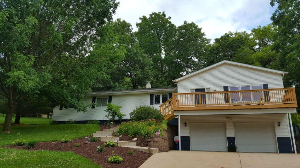 5815 Country Club Rd, Houston, MN 55943