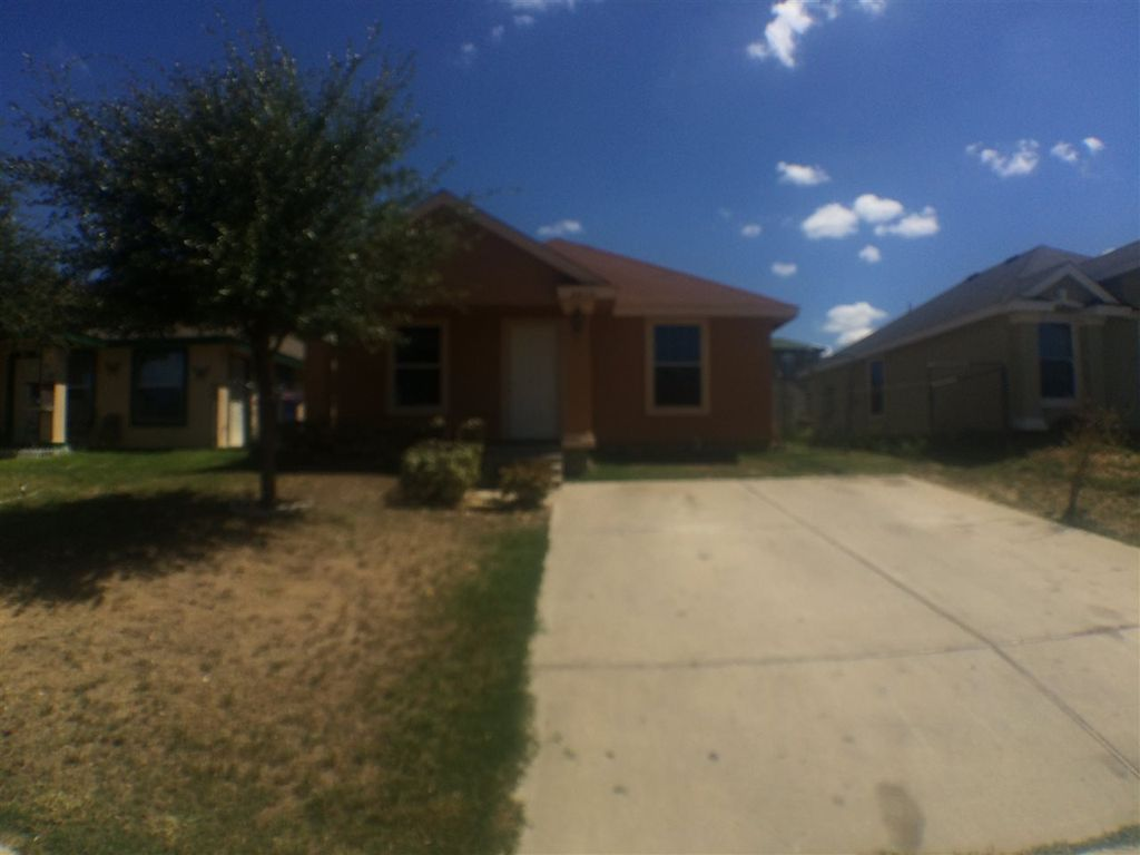 4439 Vientos Rd, Laredo, TX 78046